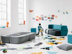 Sofá cama estofado de tecido REVOLVE by prostoria Ltd | design Roberta Bratovic, Ivana Borovnjak, Numen / For Use