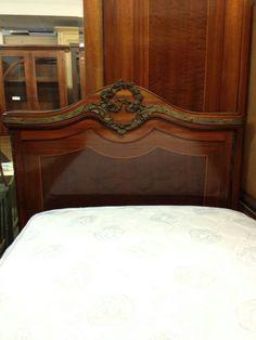 RYHMÄ 2  Italialaiset makuuhuoneen mahonkiset kalusteet. Sänky, vaatekaappi, peililipasto kivikannella , 2kpl yöpöytää kivikannella. Kunto: Loistava.  Imperial style sleeping room,complete set. Made in Italy Brianza 1920-30. Perfect conditions.       Hinta eur 2000.