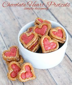 Chocolate Heart Pretzels | a simple and tasty chocolate and pretzel Valentine's Day treat by Simply Designing