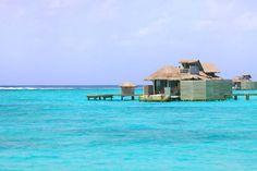 Hotel Six Senses Laamu, un eco-friendly resort de la cadena Six Senses Resorts & Spas que se encuentra situado en el atolón de Laamu (Maldivas).