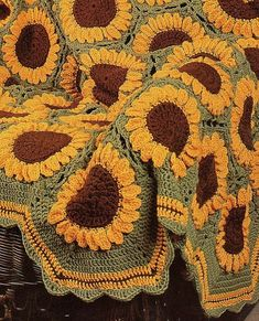Vintage Crochet Sunflowers Afghan Pattern PDF Instant Digital Download Beautiful Sun Flower Garden 59x87 #pattern #sunflowers #gift #ad