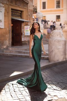 Emerald Formal/Prom Gown - Alamour The Label Grad Dresses, Dress Outfits, Evening Dresses, Fashion Dresses, Formal Dresses, Prom Dress, Long Mermaid Dress, Mermaid Dresses, Pretty Dresses