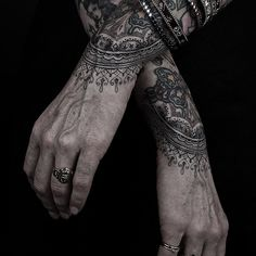 Tatouage - Mandala - Graphique - Mains - Homme - Thomas Hooper - New Yorkais - Guru