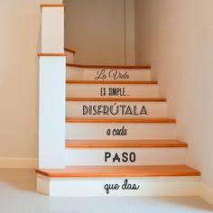 Vinilo Decorativo - La vida es simple, disfrutala a cada paso que das. Encuéntralo en www.pick2stick.com por 35,88€