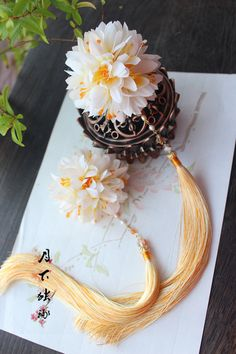 Hoa cẩm tú  ầu Head Accessories, Fashion Accessories, Chinese Ornament, Chinese Hairpin, Kanzashi, Traditional Fashion, Traditional Chinese, Passementerie, Ancient Jewelry