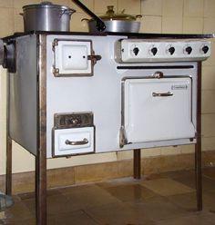 The Frankfurt Kitchen: Small, Cool 1926