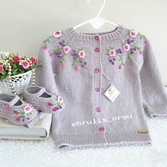 (notitle) We are with you with the sought-after baby knitting models. The baby knitting models we ha Baby Boy Knitting Patterns, Baby Cardigan Knitting Pattern, Knitting For Kids, Baby Patterns, Knit Patterns, Flower Embroidery Designs, Diy Embroidery, Baby Girl Sweaters, Kind Mode
