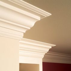 Increase the beauty and value of your home with crown molding. Learn how to install crown molding on your own with these easy steps. Estilo Craftsman, Craftsman Style, Home Improvement Projects, Home Projects, Home Renovation, Home Remodeling, Trim Carpentry, Moldings And Trim, Crown Moldings