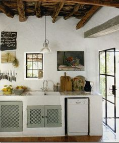 Another summer house on Ibiza (Spain), also small lovely rustic kitchen! Country Kitchen Farmhouse, French Country Kitchens, French Country Decorating, Kitchen Rustic, Cosy Kitchen, Nice Kitchen, Primitive Kitchen, Kitchen Ideas, Funky Kitchen