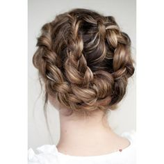 20 Fun, Fierce, and Flirty Prom Hairstyles Divine Caroline ❤ liked on Polyvore featuring hair, hairstyles, hair styles and beauty