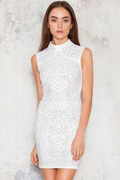Köp Sleeveless Gigi Dress - White hos D.M. Retro