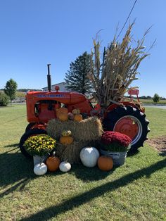 Fall Festival Decorations, Fall Decorations, Halloween Decorations, Fall Pictures, Fall Photos, Christmas Pictures, Christmas Candles, Christmas Crafts, Tractor Decor