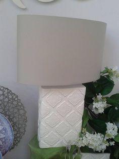 Lampada rettangolare Flamenco by Tognana in ceramica dalle linee geometriche e dal colore inteso e con bellissimo decoro a rilievo.
