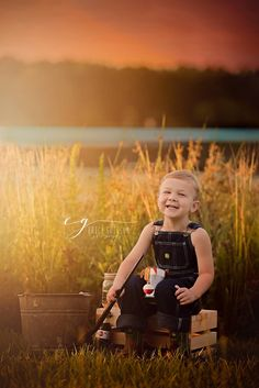 Fishing photo. Gone fishin photoshoot. Fishing mini session. Children's photography. Boys photo ideas. Country photos. Summer mini sessions.