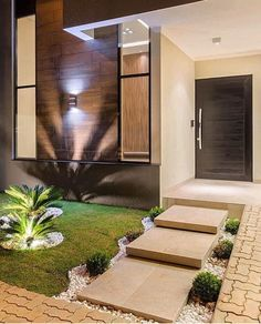 Modern Front Yard Landscaping Design Ideas On A Budget 24 Modern Front Yard, Modern Entrance, House Entrance, Entrance Ideas, House Front Design, Modern House Design, Decoration Facade, Container House Design, Facade House