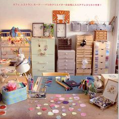 Studio or Craft room inspiration. I WANT these drawer banks/chests with all the shallow wide drawers! Where to find! Craft Room Decor, Craft Room Storage, Craft Rooms, Coin Couture, Space Crafts, Craft Space, Studio Organization, Creative Storage, Sewing Rooms