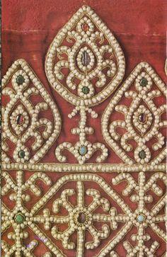 Архив альбомов Bead Embroidery Patterns, Bead Embroidery Jewelry, Embroidery Fabric, Beaded Embroidery, Embroidery Stitches, Embroidery Designs, Medieval Embroidery, Medieval Clothing, Gold Work