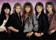Le style glam métal avec le groupe de rock suédois Europe. Dans les années 80, leur tube The Final Countdown s'est vendu à 20 millions d'exemplaires dans le monde #mode #style #80s #glam #glamrock #rock #europe #fashion
