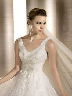 ORQUIDEA / Bridal Gowns / 2012 Collection / Avenue Diagonal (close up)