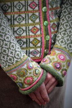 Buttons added to fair isle. Hippie kofte / Hippie Jacket Design&Photo: Sidsel J.no Pattern in my webshop sidselhoivik.no Yarnkit in English, Dutch and Norwegian We ship to Europe, USA, Canada, Australia and New Zealand Fair Isle Knitting Patterns, Fair Isle Pattern, Knitting Stitches, Knit Patterns, Hand Knitting, Pull Crochet, Knit Crochet, Knitting Projects, Crochet Projects