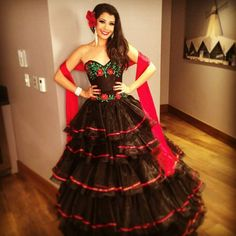Un bonito vestido mexicano<3. Más Quince Dresses, 15 Dresses, Dress Outfits, Dress Up, Bridesmaid Dresses, Formal Dresses, Wedding Dresses, Mexican Costume, Mexican Outfit