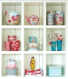 We can display cute china in the open like this!