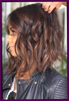 """It can not be repeated enough, bob is one of the most versatile looks ever. We wear with style the French """"bob"""", a classic that gives your appearance a little je-ne-sais-quoi. Here is """"bob"""" Despite its unpretentious… Continue Reading → Inverted Bob Hairstyles, Medium Bob Hairstyles, Hairstyles Haircuts, Pixie Haircuts, Layered Haircuts, Braided Hairstyles, Wedding Hairstyles, Brunette Hair With Highlights, Brown Hair Color Shades"""