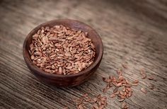 The benefits of flax seeds added to a woman's diet are many. Here's taking a look at how they are beneficial, and some easy recipes using flax seeds. High Fiber Low Carb, High Fiber Foods, Flax Seeds Health Benefits, Superfoods, Low Carb Recipes, Dog Food Recipes, Easy Recipes, Linseed Flaxseed, Fertility Foods