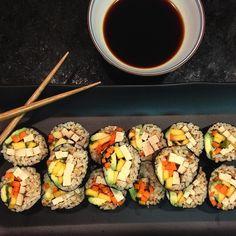 Smoked Tofu Sushi I added mango avo scallions carrots and umeboshi paste. #nom #vegan #homemade #plantbasedchef  Fiz um sushi (sem peixe sem dor! ) de tofu defumado manga veggies. Noite zen!  #vegano #vegana #comidadeverdade #fitfam #vegetariano #delicia #chefedecozinha #nutrition #nourish #nycfoodgals #nycfoodie by plantbasedchef