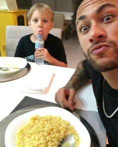 I think I am in love with you, mister ❤️ Neymar Jr, Cr7 Jr, Neymar Family, Soccer Guys, Best Duos, The Fam, Psg, Messi, Neymar Son