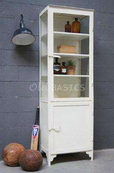 Apothekerskast 10003 - Industriële ijzeren apothekerskast met een creme witte kleur. Dit stoere meubel heeft een frisse uitstraling.