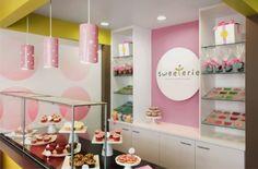 Lojas de doces e bolos, com decoração em cores pastel