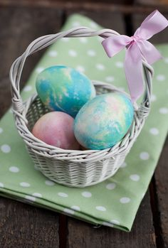 How to make your own colorful Easter Eggs