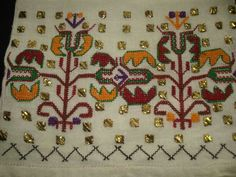 This Pin was discovered by müf Palestinian Embroidery, Crewel Embroidery, Bobbin Lace, Cutwork, Handicraft, Folk Art, Knitting Patterns, Cross Stitch, Textiles