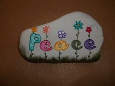 Looking for easy rock painting ideas? Perhaps you're simply beginning, you're daunted by even more intricate styles, try this, rock painting ideas, very inspiration for DIY or Decor - Rock Painting Ideas Pebble Painting, Pebble Art, Stone Painting, Shell Painting, Pebble Beach, Rock Painting Ideas Easy, Rock Painting Designs, Stone Crafts, Rock Crafts