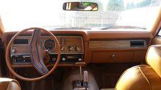 Stan wewnętrzny auta jest o wiele lepszy niż zewnętrzny. Wnętrze wymaga drobnych prac tapicerskich reszta to kosmetyka.