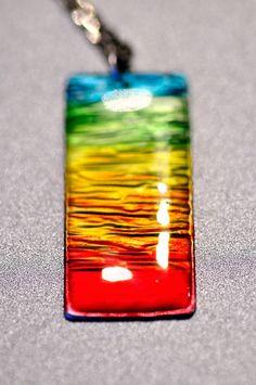 今年最終の作品は 青い空に真っ赤な太陽の日の出を表現しました。 グラデーションにしたら虹色に。 大きさは縦は4…