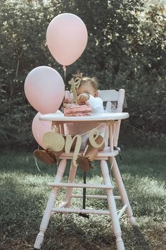 1st Birthday Photoshoot, 1st Birthday Party For Girls, One Year Birthday, First Birthday Pictures, Girl Birthday Themes, Fall Birthday, High Chair Birthday, 1st Birthday Party Ideas For Girls, 1st Birthday Girl Decorations