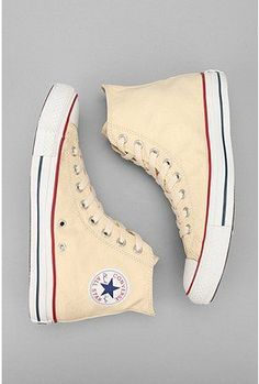 Converse Chuck Taylor Hi-Top Sneaker. I love converse, they have got to be the best shoes in my eyes Converse All Star, Outfits With Converse, Converse Chuck Taylor All Star, Converse Shoes, Yellow Converse, Sock Shoes, Cute Shoes, Me Too Shoes, Dress Shoes