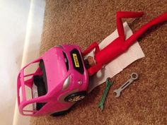 Elf On The Shelf-Fixing Car