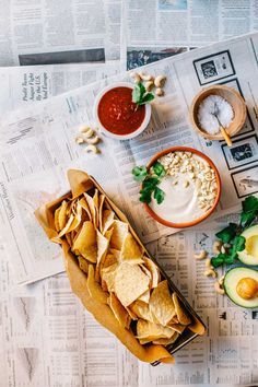 Want to create some delicious vegan snack recipes for movie night? This delicious dip is a healthy alternative to traditional nacho dips. Vegan Snacks, Healthy Snacks, Healthy Recipes, Food N, Food And Drink, Vegan Chips, Buffet, Appetizer Recipes, Snack Recipes