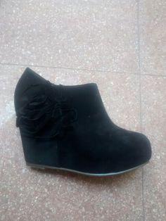 Zapato de gamuza con detalle de flecos