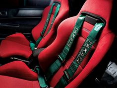 Red sparco seat with green Takata harness.... Clean combo