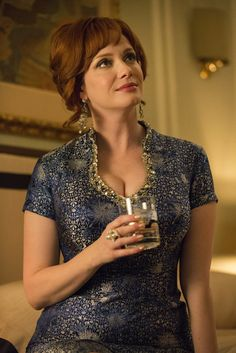 Mad-Men-Television-Mad-Style-Episode-New-Business-Tom-Lorenzo - Christina Hendricks has never looked better. Don Draper, Betty Draper, Christina Hendricks, Madison Avenue, Mad Men Joan Holloway, Taurus, Joan Harris, Mad Men Fashion, Vintage Fashion