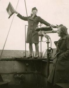 Kriegsmarine Helferin (Women in the German War Navy) during WWII.