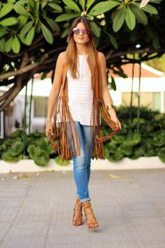 Fringe VestVest / Chaleco: Stradivarius Jeans: Stradivarius Heels / Tacones: Choies Bracelet / Pulsera: Mango Sunglasses / Gafas: Guess Blouse / Blusa: Zara (old) Fashion By Marilyn's Closet