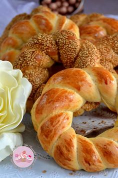Breads In Turkish Milk: Açmas Brioche Bread, Homemade Dinner Rolls, Bread And Pastries, Turkish Recipes, Good Food, Yummy Food, International Recipes, Bagel, Food Cakes