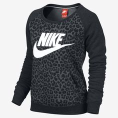 Stylish sweatshirts are all the rage these days. Jump on this casual-cool trend with the classic comfort and bold styling of the Women's Nike Rally Cheetah Crew Sweatshirt. With an of-the-moment camo print and unmistakable Nike logo, this sweat Fitness Style, Fitness Fashion, Fitness Wear, Nike Outfits, Nike Free Run, Nike Running, Running Shoes, Running Gear, Looks Style
