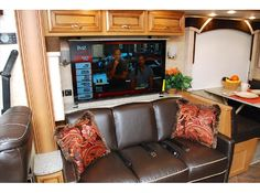 2015 Newmar Ventana LE 3812 Winter Garden, FL 34787 New, DIESEL, 39 ft., 3 a/c, 3 slideouts, sleeps 6, 1,314 mi.