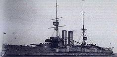 HMS Commonwealth , era un King Edward VII -class acorazado de la British Royal Navy . Al igual que todos los buques de la clase (aparte de HMS rey Eduardo VII ) que lleva el nombre de una parte importante del Imperio Británico , a saber, la Commonwealth de Australia . Después de la puesta en marcha en 1905, que sirvió con la flota atlántica hasta que estuvo involucrado en una colisión con el HMS Albemarle a principios de 1907.
